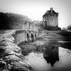 Eilean Donan Castle II (Andrew Lockie) Tags: castle fairytale square scotland highlands highlander nopeople keep loch portcullis eileandonan gatehouse macrae duich dornie baronial idream absoluteblackandwhite thegoldenphoenix johnmacraegilstrap farquharmacrae