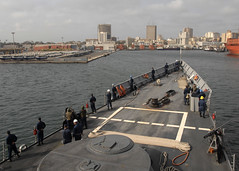 USS Robert G. Bradley arrives in Dakar, Senegal (Official U.S. Navy Imagery) Tags: navy senegal dakar sailor usnavy aps guidedmissilefrigate africapartnershipstationwest ussrobertgbragleyffg49 portvisi