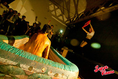 IMG_7850 (Super Vixens) Tags: barcelona sexy fiesta striptease chicas pelea tetas lucha barro supervixens culos pechos lesbianas luchaenelbarro lauraput albaplaza nancreations elviramartini