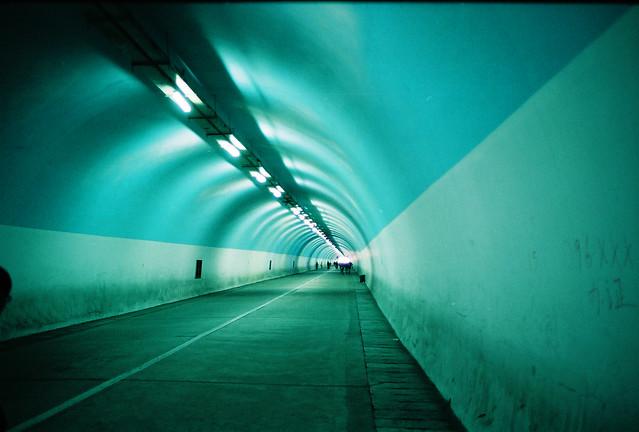 厦大著名的涂鸦隧道