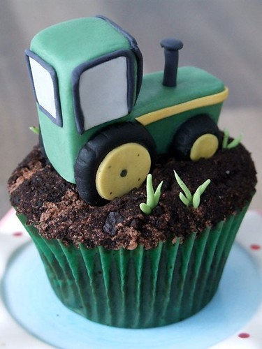 5675370584 6a6501a9d8 Farm Animals for your Barnyard Cupcakes