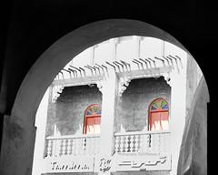 old (Rehab Saleh || رحاب) Tags: canon 400 mm 1855 تصوير قطر سوق d400 واقف اسود كانون ابيض رحاب خطير دي العدسه لوني عزل احادي الاصليه1855