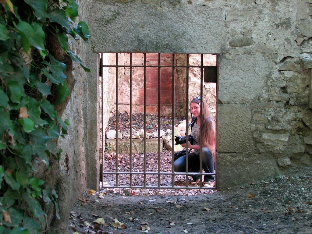 В руинах крепости