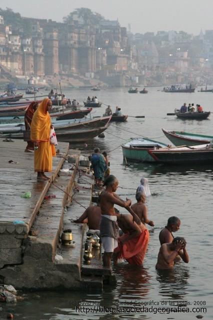 Escena del amanecer en Varanasi