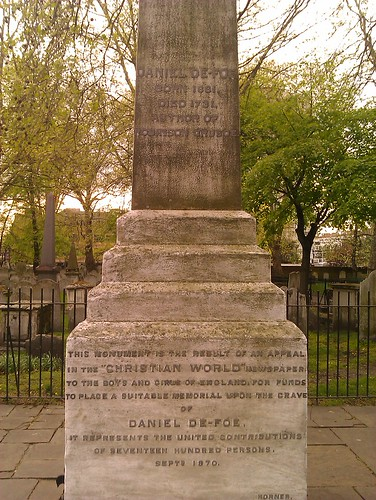 A monument to Daniel Defoe
