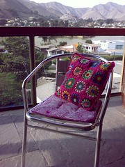 New cushion - Front side (LauraLRF) Tags: las mountains art peru thread chair lima squares handmade circles crochet cotton silla hilo granny cerros cushion almofada lagunas acero algodon circulos tejido ganchillo cuadrados almohadon