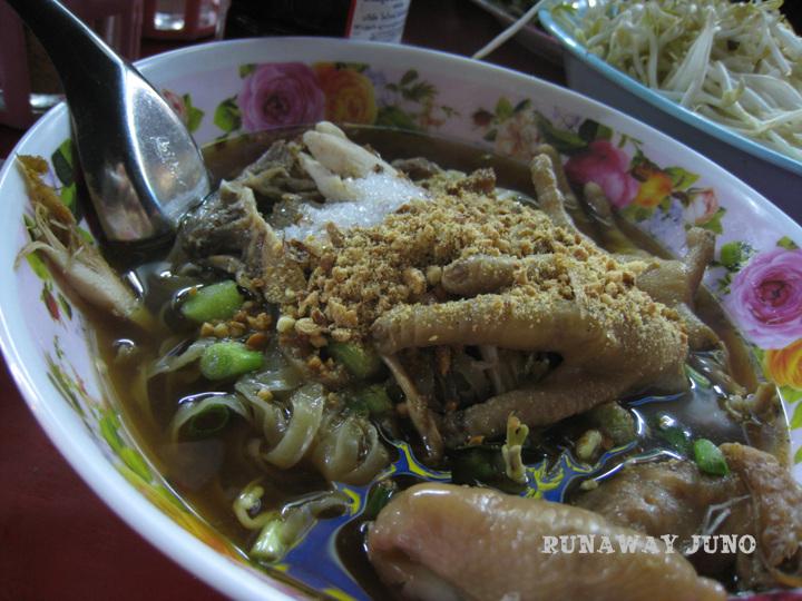 Chicken feet noodle