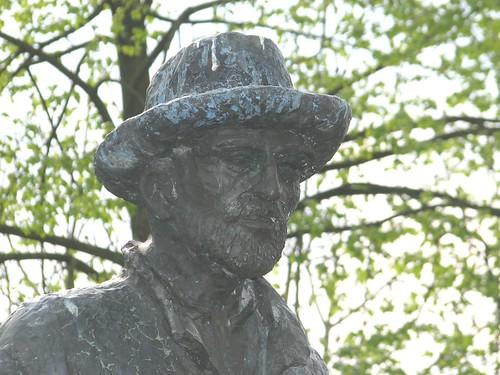 Vincent van Gogh statue
