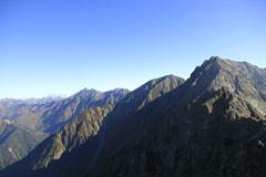 西穂高岳から見た穂高岳ら槍ヶ岳まで続く山嶺