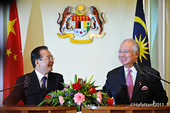 Malaysian and Chinese Premier all smiles. (HafizItam) Tags: china photography prime office all republic state smiles sri malaysia his council conference wen putrajaya press haji premier abdul tun joint itam minister razak hafiz the mohd ministers najib excellency honourable peoples jiabao dato