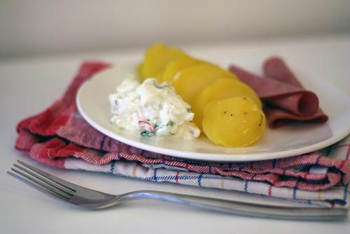 kartoffeln mit wasabiquark & rindersaftschinken
