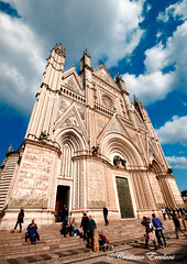 aim high (Cristiano Ercolani) Tags: church cathedral chiesa alto grandangolo cattedrale widelens aimhigh tendere duomodiorvieto canoneos500d theauthorsplaza cristianoercolani