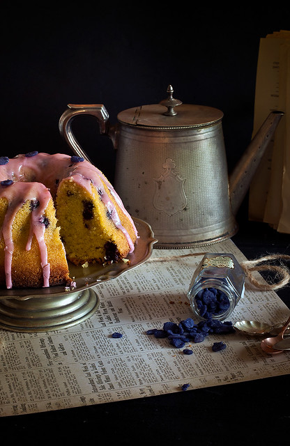 Old fashioned blueberry semolina cake