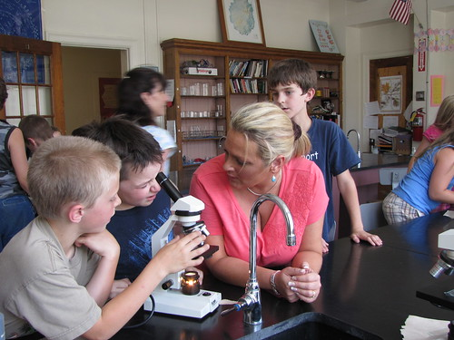 3rd grade science class using microscopes