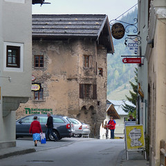 The middle age Voglmaier house in Rauris (Bn) Tags: street windows house ski history church shopping geotagged gold austria town wooden europe arch market hiking gothic mining ornament routes portal lotto middle trade ages pointed strolling rauris goldmine wirtshaus nationalparkhohetauern rauristal saariysqualitypictures thevoglmayrhouse geo:lon=12994163 geo:lat=47229696 tauernhuser voglmaier marktstr30 zottfamily voglmaiyr