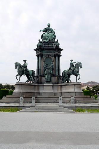 Maria Teresa Monument 泰瑞莎女皇雕像