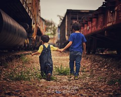 Brothers (Mister Blur) Tags: brother love trains museum museo ferrocarriles merida yucatan mexico nikon d7100 50mm avicii snapseed