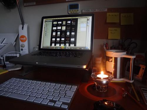 ろうそくの明かりで仕事するのもいいね。 by dtanaka