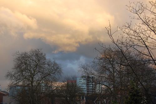 Looming sky