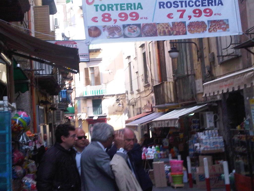 Mario Morcone, mattinata a Chiaia e al Pallonetto