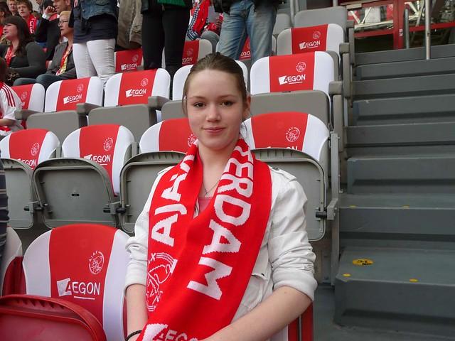 Kayleigh op de tribune in de Amsterdam Arena