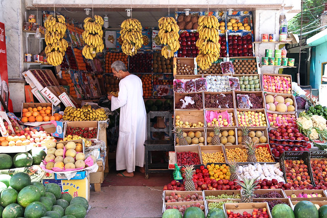 エジプト、アスワン、スークの果物屋