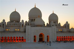 Sheikh Zayed Mosque (.Qanas.) Tags: light people building art yellow night photography gold islam united uae mosque emirates zayed abudhabi arab dome huge domes sheikh qanas rashed