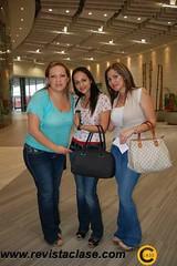 DSC_2881  Tania Reyes, Ingrid de Maciel y Akira Cuéllar.