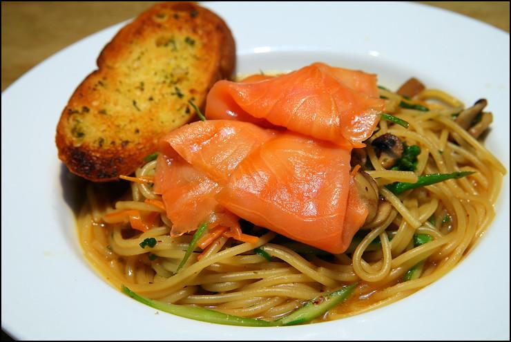 smoked-salmon-pasta