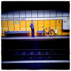 Mit Fahrrad (manganite) Tags: bicycle bonn candid mobile people street subway vignette tag1 tag2 tag3 taggedout men