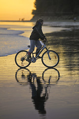 bicycling at the edge of the world. (kvdl) Tags: sunset reflection beach bicycle katya march vancouverisland tofino westcoast chestermanbeach kvdl canonef70200mmf28lisiiusm