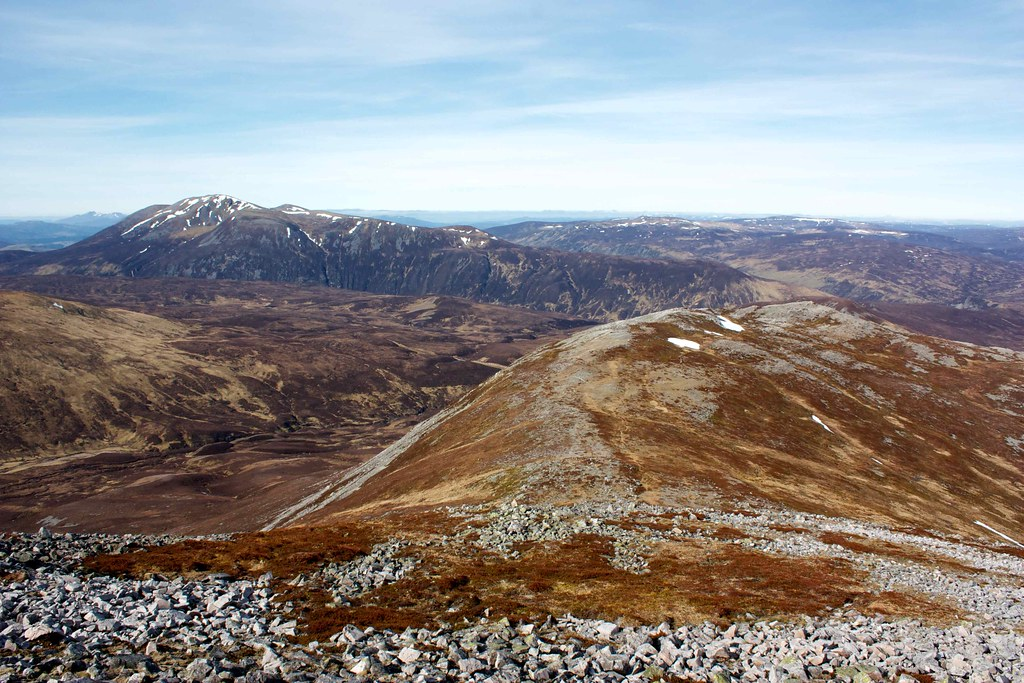Carn na Ghabhar and west ridge of Carn an Righ