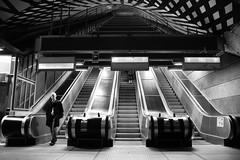 La salida (oo Felix oo) Tags: city travel people urban blanco nikon gente felix sweden stockholm negro ciudad bn viajes urbano martinez estocolmo suecia d700 felmar