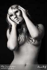 beauty shoot (smsg89) Tags: white black beauty nude italian sara mask modelo sg anabg