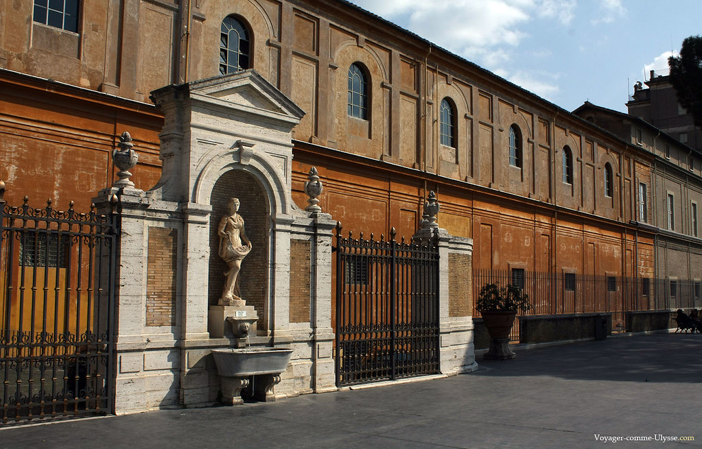 Fontaine à l'éxtérieur des musées