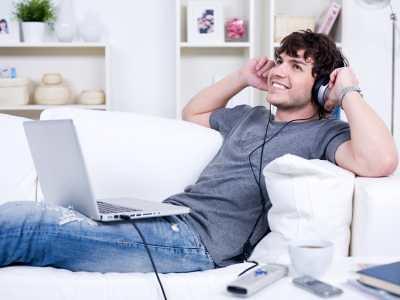 man-laptop-music