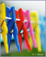 Arme de pinces  linge (Sebastian.Schneider) Tags: germany deutschland spring colorful dof hessen bokeh clothes getty colored clothesline multicolored wsche gettyimages clothespin klammer hillshoist clothespeg schrfentiefe wscheleine wscheklammern wscheklammer klammern ldk haiger wschespinne lahndillkreis lahndill mygearandme mygearandmepremium mygearandmebronze mygearandmesilver ringexcellence dblringexcellence tplringexcellence musictomyeyeslevel1 wschepilz eltringexcellence