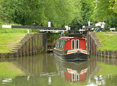 Leaving the Lock (Judith White) Tags: water canal lock gates barge kennetandavoncanal