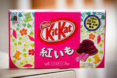 Kit Kat  (Beni Imo) (Kyushu Limited Edition) 01 (Fesapo) Tags: food japan canon prime dof candy bokeh chocolate 7d sweets shimane kitkat matsue kyushu    goldenweek   135mmf2l