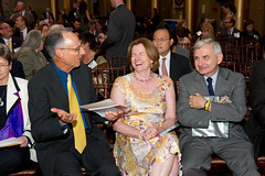 Nic Retsinas cuts up with NHC President Maureen Friar and Senator Jack Reed