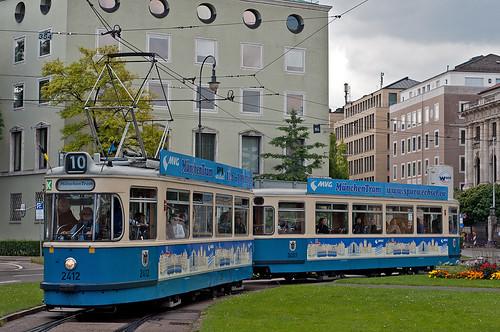 München-Tram 2011: Traditionell wird der Karolinenplatz umrundet