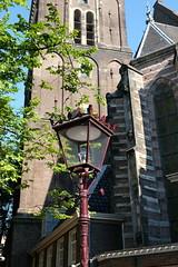 Old streetlamp in Amsterdam (DennisM2) Tags: straatlantaarn streetlamp amsterdam oudekerk