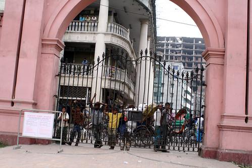 [Bangladesh] ピンクパレスへは入ってこれないよ。