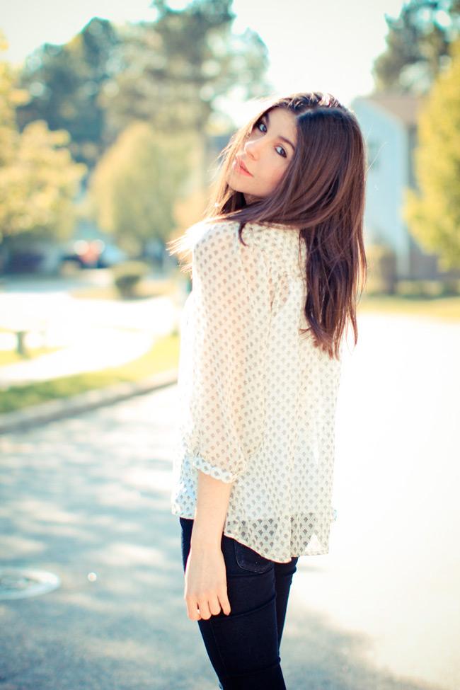 Lauren Conrad outfit, Indigo skinny jeans, Printed Blouse, LAMB sandals, haircut