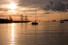 Sunset @ English Bay (Chun@Vancouver) Tags: sunset cloud canada vancouver boat britishcolumbia kitsilano sunsetbeach englishbay