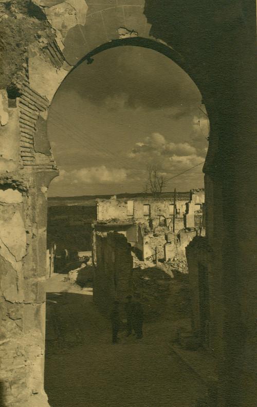 Arco de la Sangre destruido en la Guerra Civil. Fotografía de Pelayo Mas Castañeda. Causa de los mártires de la persecución religiosa en Toledo