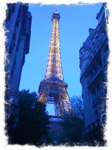 <span>parigi</span>Tour Eiffel by night<br><br><p class='tag'>tag:<br/>luoghi | viaggio | parigi | </p>