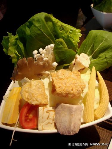 20110410 聚北海道昆布鍋_05 菜盤