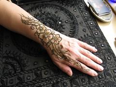 IMG_0099 (henna.elements) Tags: art floral tattoo design hand arm fingers henna mehendi adornment westernmass kripalu mehandi kellyflaherty hennaelements