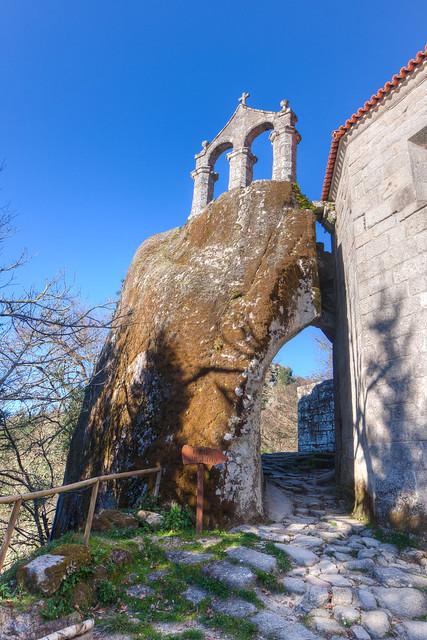Mosteiro San Pedro de Rocas.
